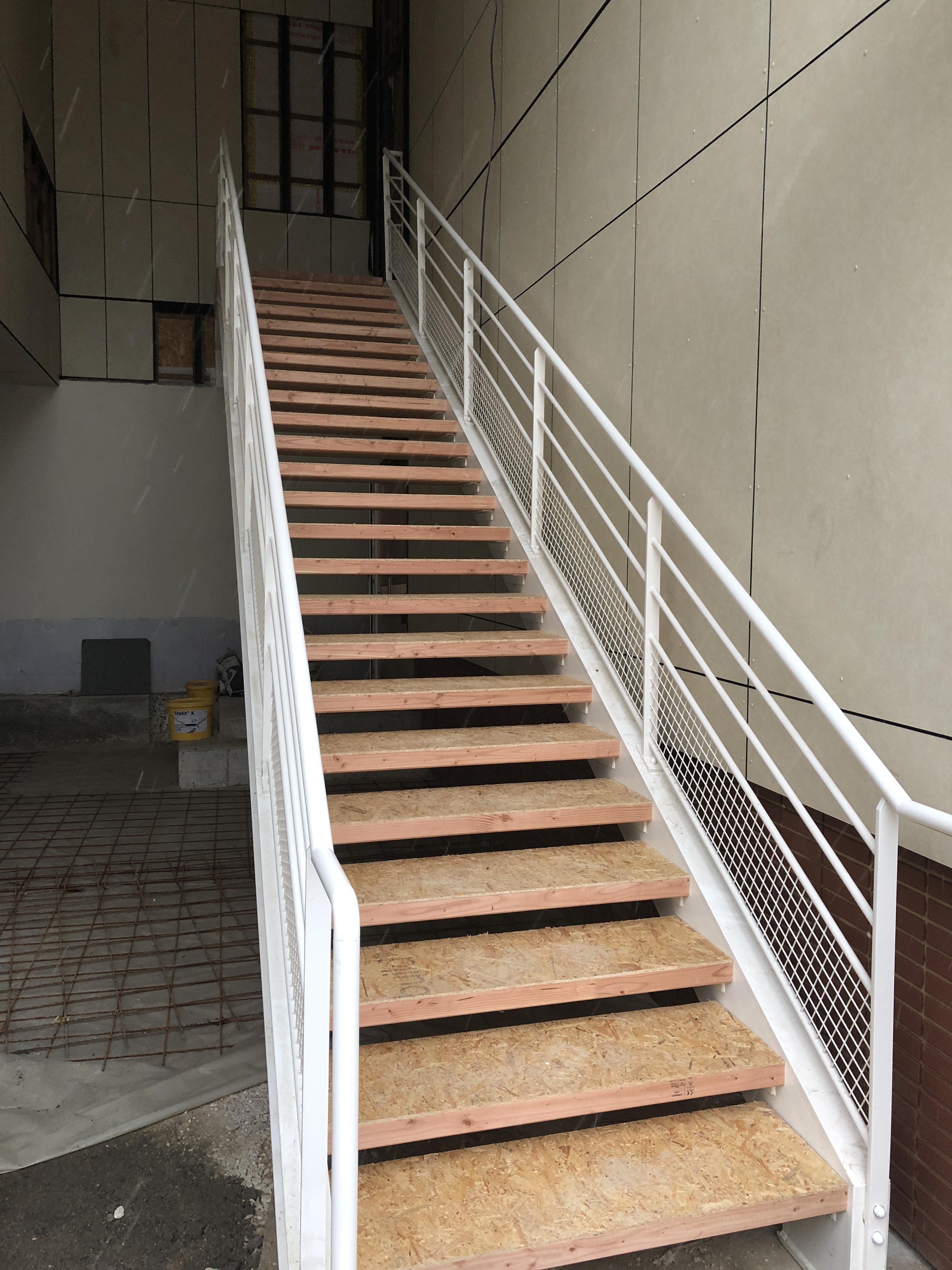 Escalier métal/bois (Public/PMR) – BS concept – spécialiste du ...